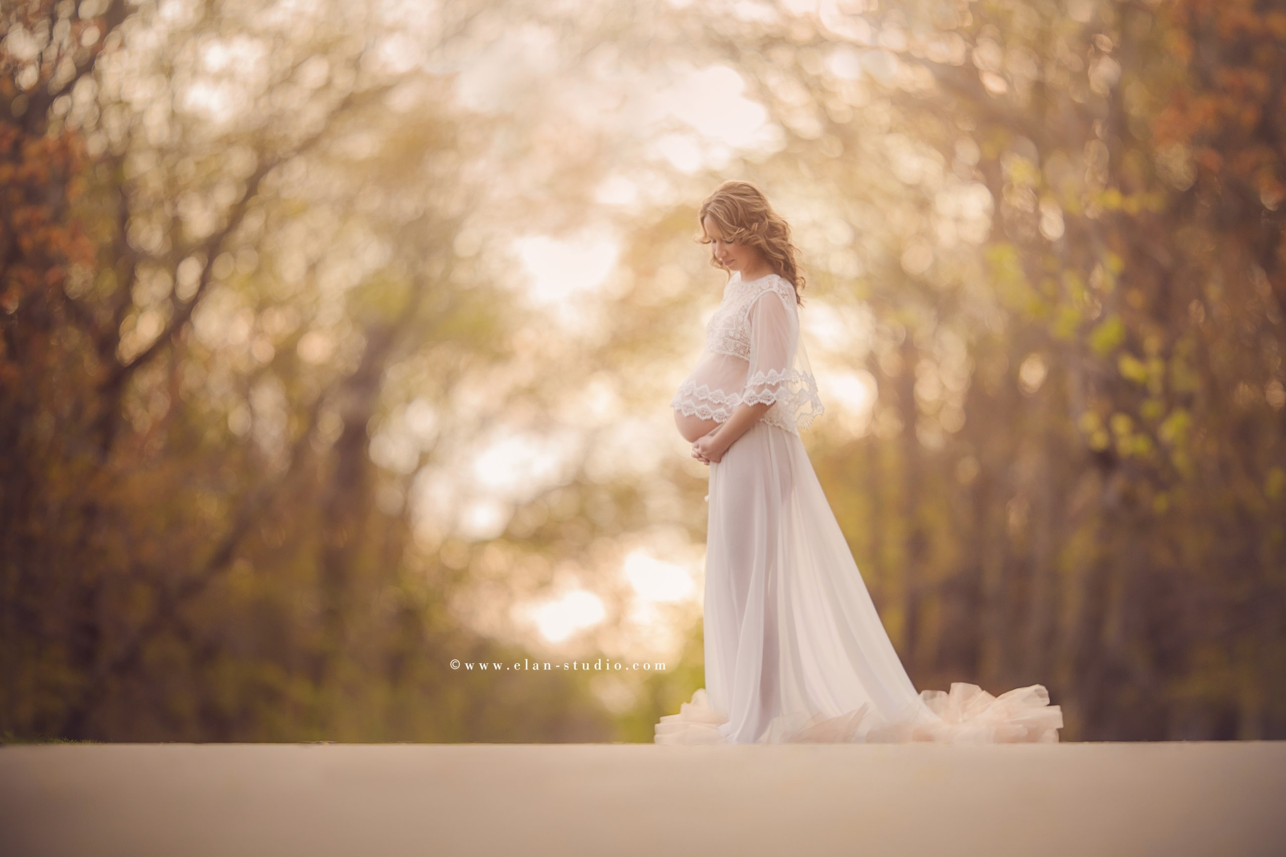 ethereal outdoor maternity portrait