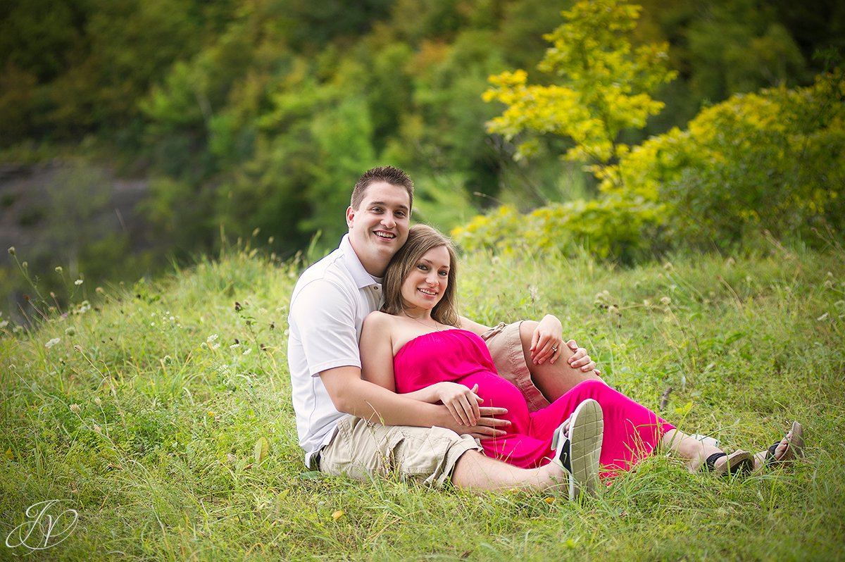 outdoor maternty photo, unique outsdie materity session, albany maternity photography, albany maternity photographer, john boyd thacher state park
